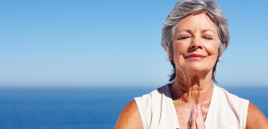 Yoga helpt borstkankerpatiënten de bijwerkingen van chemotherapie beter te verdragen.