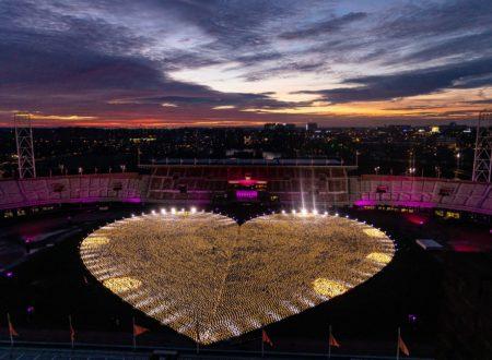 Een lichtend hart van lampionnen in het Olympisch Stadion.